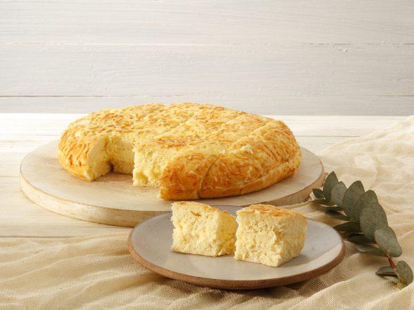 PÃO DE BATATA C/ PROVOLONE c/ pasta de queijos e caturipy